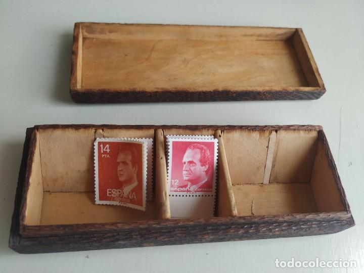 Sellos: Antigua caja cajita de madera para sellos, pirograbado con pájaros. - Foto 5 - 245199085