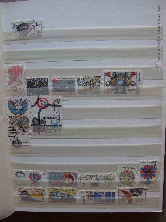 Sellos: Checoslovaquia. Lote de series completas y hojas bloque en archivador. - Foto 19 - 131596993