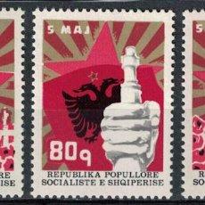 Sellos: ALBANIA 1977 IVERT 1711/3 *** 35º ANIVERSARIO DEL DÍA DE LOS MÁRTIRES - MONUMENTOS. Lote 228160580