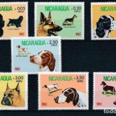Sellos: NICARAGUA 1982 IVERT 1189/92 Y AEREO 981/3 *** FAUNA - PERROS DE RAZA. Lote 232476415