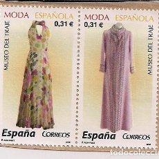 Sellos: FRAGMENTO CON DOS SELLOS NUEVOS DE MODA ESPAÑOLA 2008. Lote 124681263