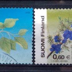 Sellos: FINLANDIA 2002 FLORES DE ABEDUL Y ENEBRO SERIE DE SELLOS USADOS. Lote 221520708
