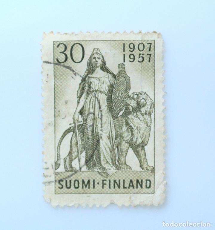 SELLO POSTAL FINLANDIA 1957, 30 MK, 50 AÑOS DEL PARLAMENTO, ESCULTURA DE WALTER RUNEBERG, USADO (Sellos - Extranjero - Europa - Finlandia)