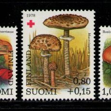 Sellos: FINLANDIA 1978 IVERT 796/8 *** FLORA - SETAS - CHAMPIÑONES - PRO CRUZ ROJA. Lote 235904910