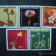 Sellos: MADAGASCAR 1975 IVERT 562/5 Y AEREO 155 *** FLORA - FLORES DIVERSAS. Lote 41033274