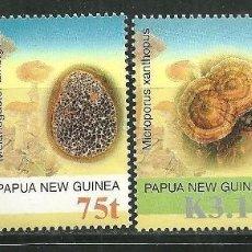 Sellos: PAPUA Y NUEVA GUINEA 2005 IVERT 1051/54 *** FLORA - SETAS - CHAMPIÑONES. Lote 161237638