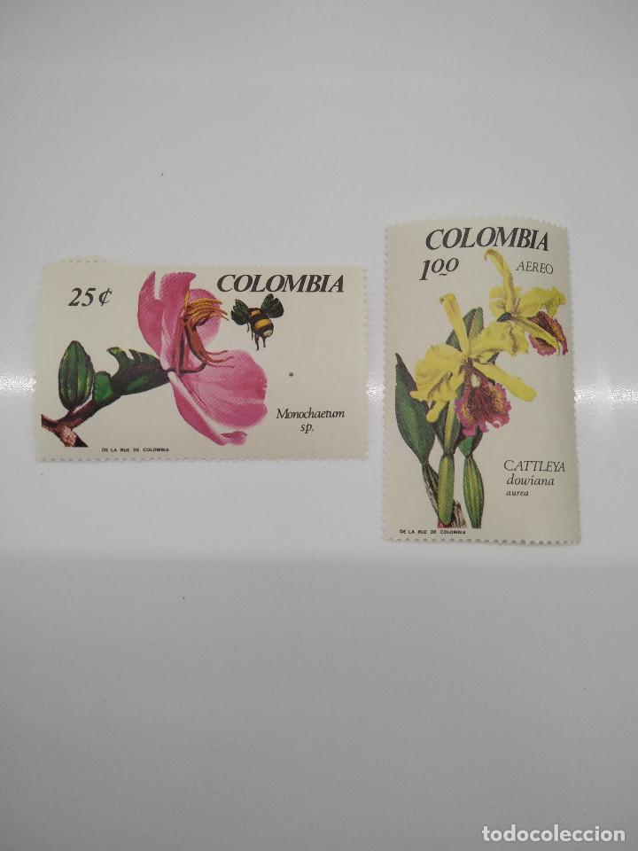 2 SELLOS CON FLORES COLOMBIA (Sellos - Temáticas - Flora)