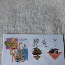 Sellos: ÁRBOLES FLORA ESPAÑA OLMO/ SABINA NEGRA EDIFIL 3867/8 MATASELLO PRIMER DÍA CIRCULACIÓN ESPAÑA 2002. Lote 237332895