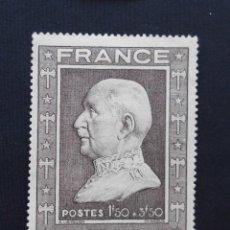 Sellos: FRANCIA 1944, 88 ANIVERSARIO DEL MARISCAL PÉTAIN, NUEVOS CON FIJASELLOS. Lote 82765740