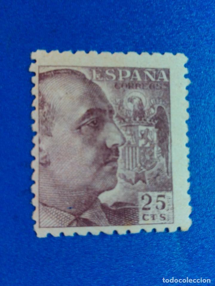 EDIFIL 923.GENERAL FRANCO. (1940-1945). (Sellos - España - Estado Español - De 1.936 a 1.949 - Nuevos)
