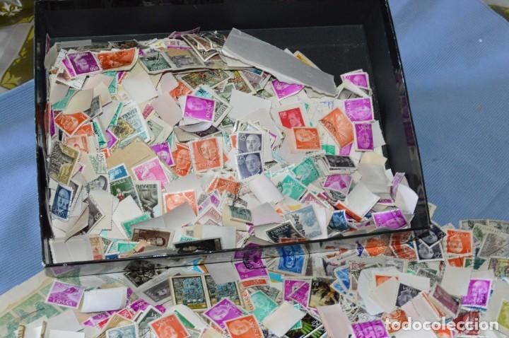 Sellos: Sobre 8.000 sellos usados y variados, pesan sobre 650 Gramos - Mirar las fotografías - Foto 2 - 157345498