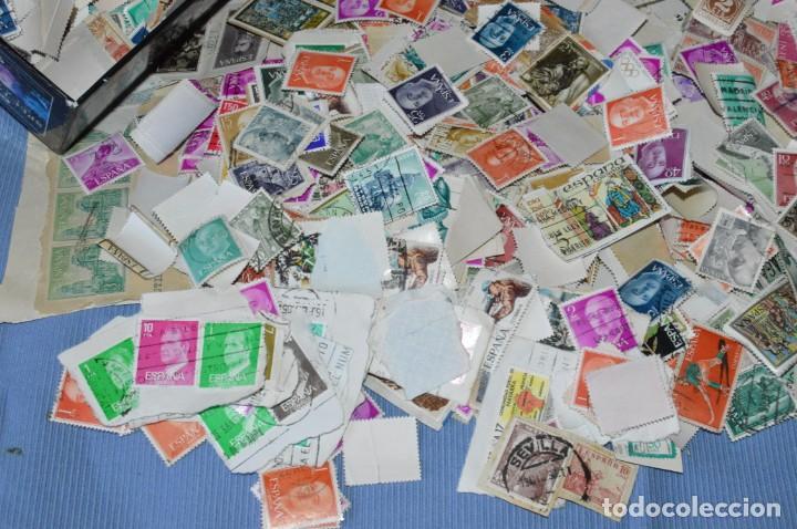 Sellos: Sobre 8.000 sellos usados y variados, pesan sobre 650 Gramos - Mirar las fotografías - Foto 3 - 157345498