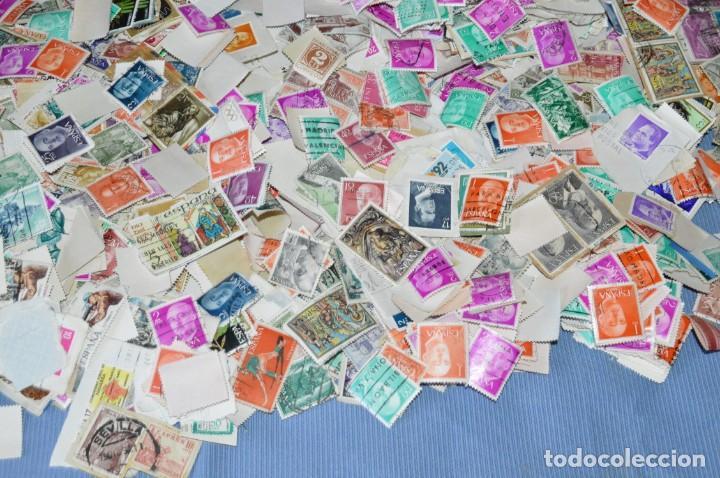 Sellos: Sobre 8.000 sellos usados y variados, pesan sobre 650 Gramos - Mirar las fotografías - Foto 4 - 157345498