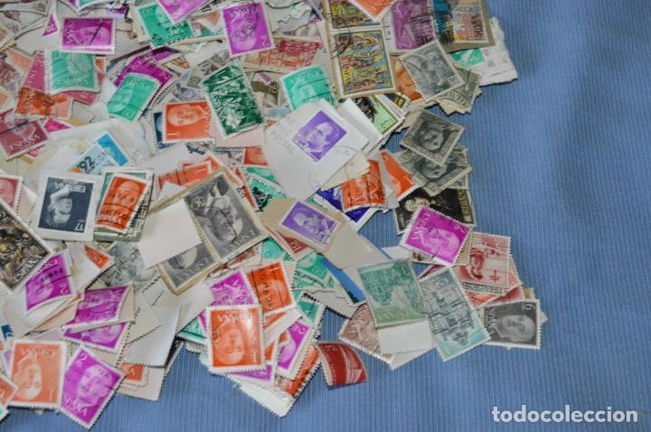 Sellos: Sobre 8.000 sellos usados y variados, pesan sobre 650 Gramos - Mirar las fotografías - Foto 5 - 157345498