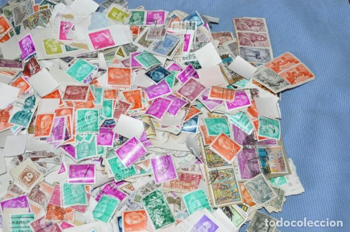 Sellos: Sobre 8.000 sellos usados y variados, pesan sobre 650 Gramos - Mirar las fotografías - Foto 6 - 157345498