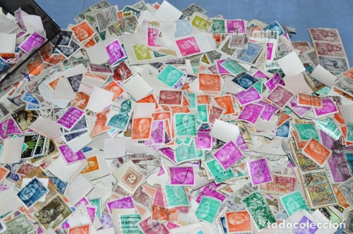 Sellos: Sobre 8.000 sellos usados y variados, pesan sobre 650 Gramos - Mirar las fotografías - Foto 7 - 157345498