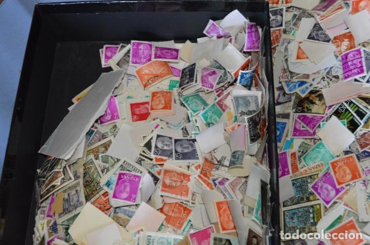 Sellos: Sobre 8.000 sellos usados y variados, pesan sobre 650 Gramos - Mirar las fotografías - Foto 9 - 157345498