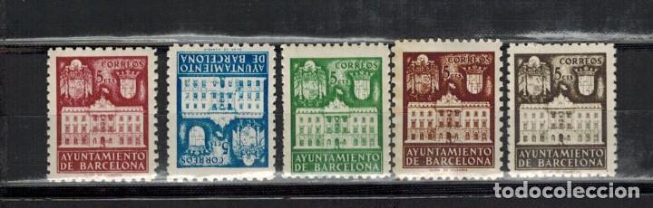 EMISION BARCELONA 5 VALORES CASA FACHADA AYUNTAMIENTO 1942 (Sellos - España - Estado Español - De 1.936 a 1.949 - Nuevos)