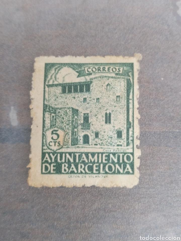 SELLO DEL AYUNTAMIENTO DE BARCELONA 5 CTS (Sellos - España - Estado Español - De 1.936 a 1.949 - Usados)