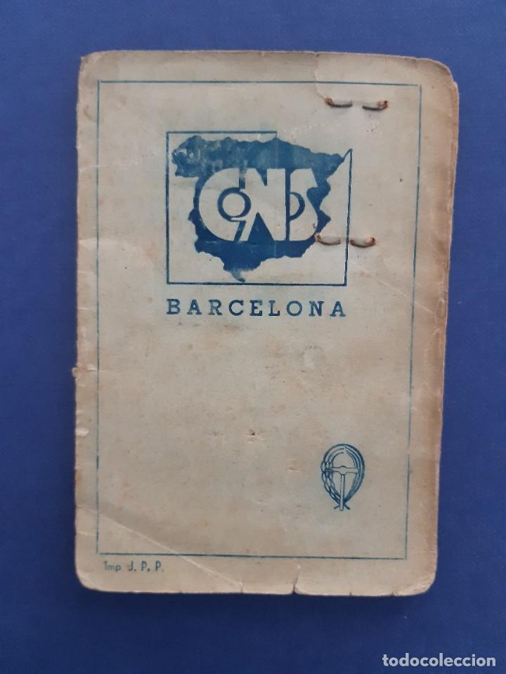 Sellos: Carnet CNS Central Nacional Sindicalista. 1940. Con tres tipos de sellos diferentes. - Foto 2 - 233007335