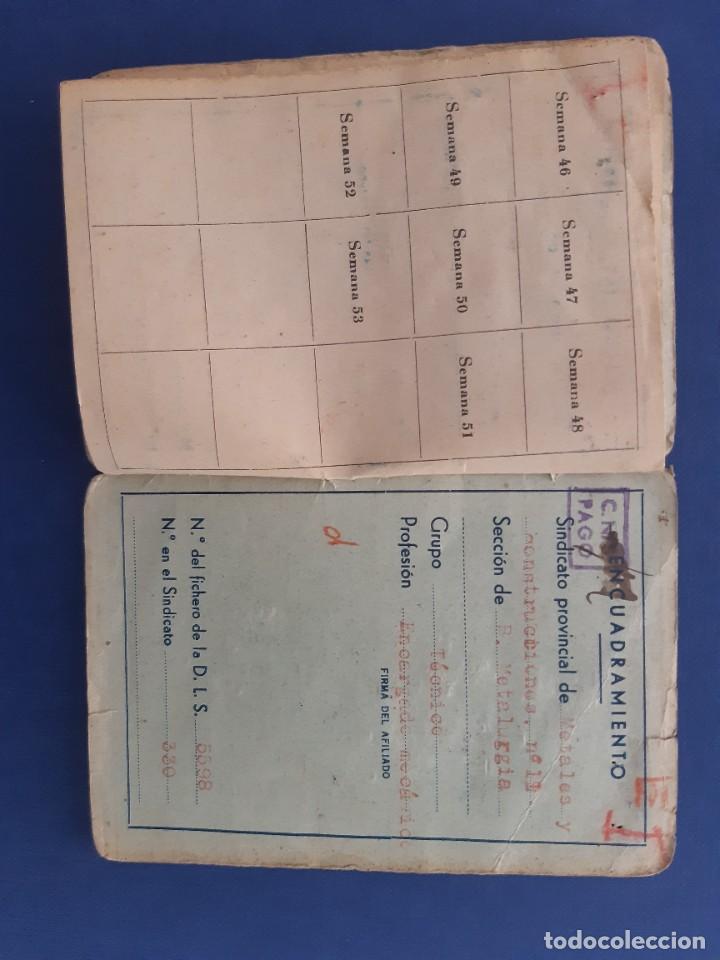 Sellos: Carnet CNS Central Nacional Sindicalista. 1940. Con tres tipos de sellos diferentes. - Foto 4 - 233007335