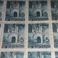 Sellos: BLOQUE O PLIEGO DE 100 SELLOS AYUNTAMIENTO DE BARCELONA PUERTA GÓTICA 5 CÉNTIMOS AÑO 1938 SERIE 6 LL. Lote 281791613