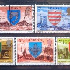 Sellos: JERSEY ESCUDOS Y PANORÁMICAS DE LA ISLA SERIE DE SELLOS USADOS. Lote 227109990