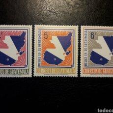 Timbres: GUATEMALA YVERT 404/06 SERIE COMPLETA NUEVA CON CHARNELA. MAPAS. BANDERAS. Lote 208968545