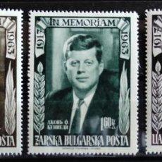 Sellos: BULGARIA- SERIE EN MEMORIA DE J. F. KENNEDY- SERIE DE 3 V. DENTADA SIN SEÑAL DE CHARNELA. Lote 261671810