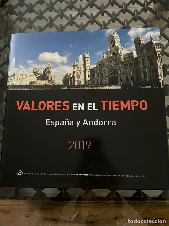 LIBRO 2019 VALORES EN EL TIEMPO. SIN SELLOS PERO CON FILOESTUCHES (Sellos - Material Filatélico - Hojas)