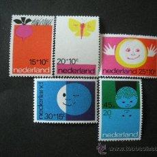 Sellos: HOLANDA 1971 IVERT 938/42 *** POR LA INFANCIA - DIBUJOS INFANTILES. Lote 25686420