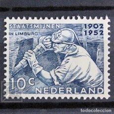 Sellos: HOLANDA 1952 ~ MINERO ~ SELLO CON FIJASELLO BUENO. Lote 157430486