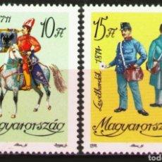 Sellos: HUNGRÍA, N°3368/69 SIN GOMA UNIFORMES 1992 (FOTOGRAFÍA REAL). Lote 199657500