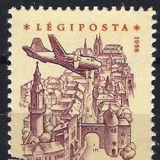 Francobolli: HUNGRÍA 1958 - AVIÓN SOBREVOLANDO DIVERSOS LUGARES, AÉREO, PAPEL AMARILLO - USADO. Lote 229985065