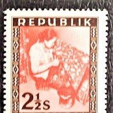 Sellos: INDONESIA . MUJER CON TEJIDO BATIK. VALOR: 2 1/2 S. 1949. SELLOS NUEVOS IMPRESOS EN VIENA.. Lote 89374616