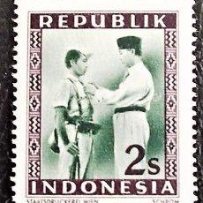Sellos: INDONESIA . SUKARNO CONDECORANDO SOLDADO. VALOR: 2 S. 1949. SELLOS NUEVOS IMPRESOS EN VIENA.. Lote 89374648