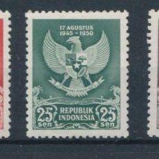 Sellos: INDONESIA 1950 IVERT 21/3 *** 5º ANIVERSARIO DE LA DERROTA DE JAPÓN - ESCUDOS. Lote 218802065