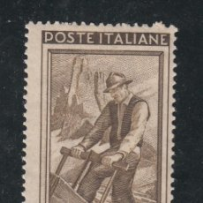 Sellos: ITALIA 590 CON CHARNELA, TRABAJO, LEÑADOR, . Lote 51034543