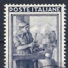 Timbres: ITALIA 1950 - ITALIA TRABAJANDO, 1 LIRA MORADO OSCURO - USADO. Lote 218600666