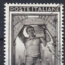 Timbres: ITALIA 1950 - ITALIA TRABAJANDO, 2 LIRAS SEPIA OSCURO - USADO. Lote 218600738