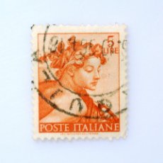 "Sellos: SELLO POSTAL ITALIA 1961, 5 LIRA, HEAD OF ""NAKE"" WORKS MICHELANGELO, FRESCO, USADO. Lote 249324750"