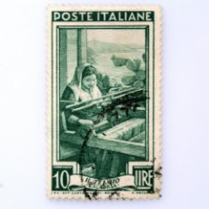Sellos: SELLO POSTAL ITALIA 1950, 10 LIRA, TEJEDORA COSTA CERCA DE BAGNARA (CALABRIA) OCUPACIONES REGIONALES. Lote 250225080