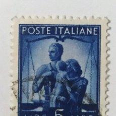 Sellos: SELLO DE ITALIA 5 L - 1945 - DEMOCRACIA - USADO SIN SEÑAL DE FIJASELLOS. Lote 269960573