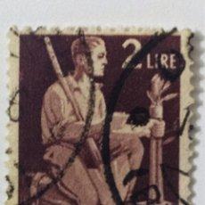 Sellos: SELLO DE ITALIA 2 L - 1945 - DEMOCRACIA - USADO SIN SEÑAL DE FIJASELLOS. Lote 269960838