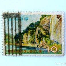 Sellos: SELLO POSTAL JAPÓN 1959, 10 YEN,CUEVAS DE AO (AONODŌMON) Y DESFILADERO DE YABAKEI - ŌITA PREF. USADO. Lote 246231675