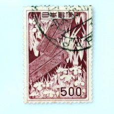 Sellos: SELLO POSTAL JAPÓN 1955, 500 YEN, DISEÑO DE YATSUHASHI (IRIS Y PUENTE) SEGÚN OGATA KŌRIN , USADO. Lote 247181200
