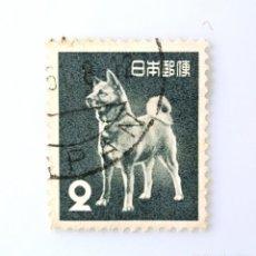 Sellos: SELLO POSTAL JAPÓN 1953, 2 YEN, PERRO, AKITA INU (CANIS LUPUS FAMILIARIS) , USADO. Lote 247643175