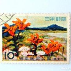 Sellos: SELLO POSTAL JAPÓN 1960, 10 YEN, PARQUES CUASI-NACIONALES: JARDÍN DE FLORES (GENSEI KAEN) , USADO. Lote 248370815