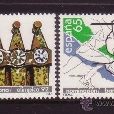 Sellos: ESPAÑA 2908/09** - AÑO 1987 - NOMINACIÓN DE BARCELONA COMO SEDE OLÍMPICA - CHIMENEAS DE GAUDÍ. Lote 170227452