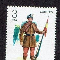 Sellos: UNIFORMES MILITARES. 1977. EDIFIL 2383. ÓXIDO. (9). Lote 175597223